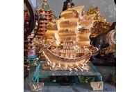 Thuyền rồng, thuyền chở tiền, thuyền mạ vàng, thuyền buồm.