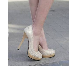 Giày cao gót, giày bệt siêu xinh cho các nàng đây.