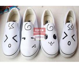 Giày vẽ kute :X
