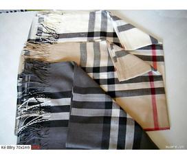 Khăn burberry, khăn gucci, khăn da báo... rất nhiều sự lựa chọn cho mùa giáng sinh năm nay