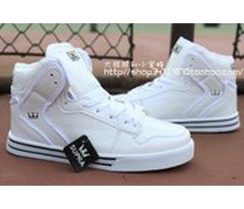 Bán gấp 1 đôi giày thể thao dáng đẹp
