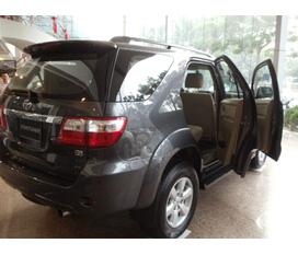 Bán xe Toyota Fortuner V 2011, màu đen, đăng kí tháng 7 năm 2011.