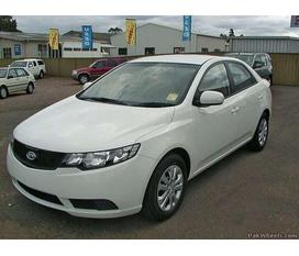 Cần bán gấp xe Kia Cerato màu trắng, số tự động, sản xuất 2010, còn 98%