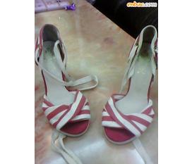 Giày Hàn Quốc đây. Mặc cả giá bán đi