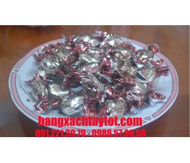 Kẹo socola trắng nhân hạnh nhân , chân giò hun khói , salami , phomai nho khô của Nga