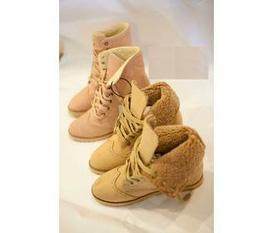 Mình muốn bán 2 đôi giầy : 1 nam 1 nữ