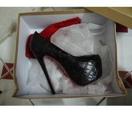 Có sẵn: 1 đôi Christian Louboutin màu đen da rắn 16cm.