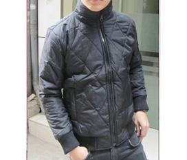 Áo phao đen bóng chỉ với giá 395k