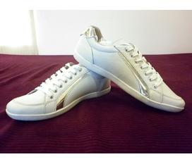 Dáng giày truyền thống của Prada cực kỳ đẳng cấp,đơn giản,phá giá thị trường