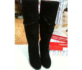 Cần bán 1 đôi boots da lộn giá 1tr5