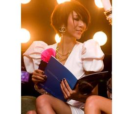 Những đôi bông tai nhỏ xíu của hãng Chanel giá cực rẻ