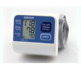 Máy đo huyết áp cổ tay HEM 6111 là dòng máy mới của Omron với khả năng cảnh báo huyết áp cao, giúp bạn yên tâm với nguy