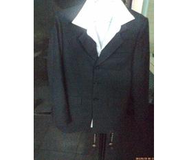 Dọn tủ cho bố bộ vest mới may ạ.................