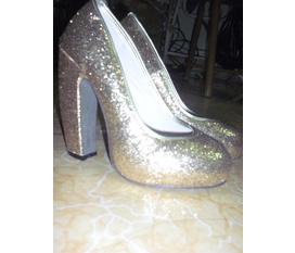 Nhanh chân có giày đẹp độc lạ nào các nàng :X:X:X