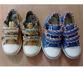 Có 2 đôi giầy vải thượng đình cho bé đc tặng ko xài đến em thanh lí 50k/đôi new nguyên mác