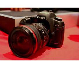Cần bán gấp chiếc máy ảnh Canon EOS 5D Mark II máy chính hãng canon.