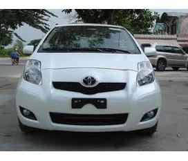 Bán Toyota Yaris Hatchtback trắng...