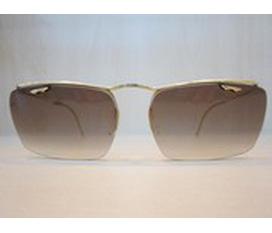 Cần bán 2 chiếc kính cổ amor và nylor dát vàng gọng kính ko nổ, mắt kính đẹp cả 2 em này đều còn zin và chuẩn đền 90%..