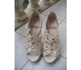 Cần thanh lý mấy đôi giày cũ, chất xịn, giá mềm