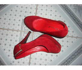Topic 1:Bán gấp 1 em giầy cao gót nhé new 100% :x giá 200k nhé