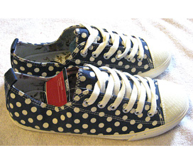 TL 1 đôi giày vải xuất khẩu sz37 chấm bi cực xinh, new 100%