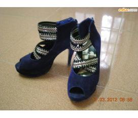 1 Đôi cao gót và 2 đôi giày bệt