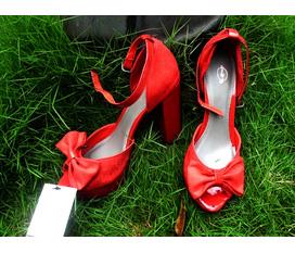 Giày dép made in vietnam xuất khẩu đi châu âu đây bà con ơi. mại zô nào . Hàng mới về đây, giảm giá 10% đến hết tháng 3