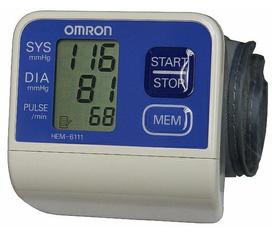 Máy đo huyết áp cổ tay Omron HEM 6111 Nhật Bản sử dụng dễ dàng