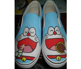 Giày vẽ doremon . new 100%