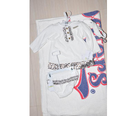 Bộ quần áo trẻ em Calvin Klein xách tay Mỹ, giá mềm.