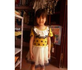 Hà Liên chuyên bán buôn, bán lẻ quần áo trẻ em.