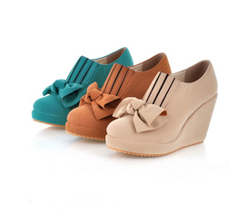 Giày dép nổi bật của tháng 4, click vào xem nhé