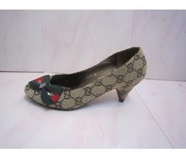 1 đôi giày LV giá rẻ