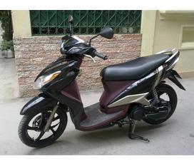 Cần bán yamaha Luvias125 2011 biển 30P8 chính chủ nữ mới 99% có ảnh xe thật
