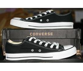 Converse chính hãng . Còn 4 đôi Classic đen trắng 400K sezi 4,5. Và 1 đôi Classic trắng ko dây .