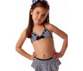 Bộ đồ bơi dành cho bé gái thật xinh xắn và thỏa thích vẫy vùng trong làn nước vào những ngày mùa hè oi bức. Giá bán: