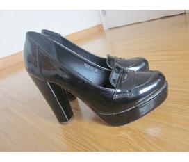 Giày đẹp giá rẻ new 99% ạ.