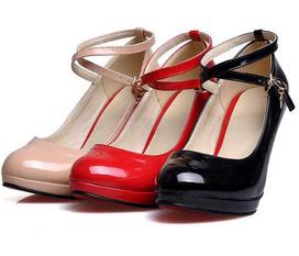 Giày cao gót năng động cho ngày hè nhé