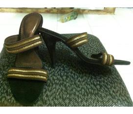 SHOP KHAI HIEU:chuyên giầy,dép,túi xách,mỹ phẩm sách tay các nước châu âu quần áo thời trang.Có nhiều mẫu mã đa dạng