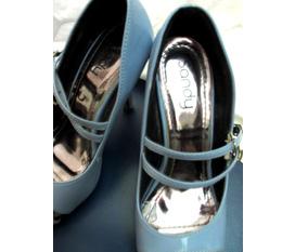 Giày cao gót mới đi vài lần rẻ rẻ lắm các sis ơi :