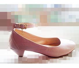 Cần thanh lí một em giầy búp bê như hình size 38, màu hồng phấn rất yêu :X:x:X