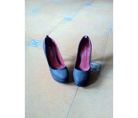 Thanh lí giầy chỉ 120k/đôi hàng đẹp cho các chị em diện cho đôi chân của mình đây ạ