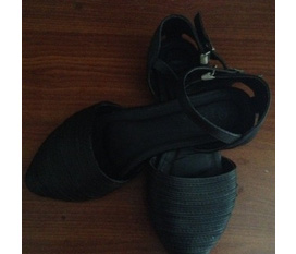 Cần thanh lý nhanh 2 đôi giày bb.