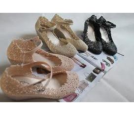 Giày nhựa kết hoa Thái Lan giá Sốc chỉ 125.000Đ nhommua hotdeal cungmua muachung