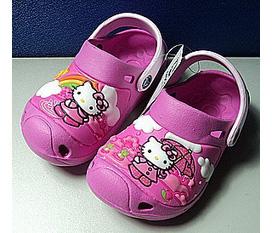 Giày Crocs Hello Kitty bảo vệ đôi chân của bạn. Giày Crocs Hello Kitty bảo vệ bàn chân của bạn Gi