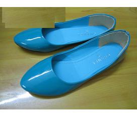 Giày dép new 100% và đẹp, giá siêu rẻ. Nhanh tay nào các chị em.
