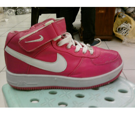 1 em Nike Air hồng nữ rất đáng yêu,cá tính