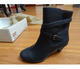 Thanh lý boots bata new 100%