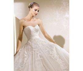 Váy Cưới rẻ đẹp, sang trọng. Giá cực sốc Sốc sốc 1tr4.