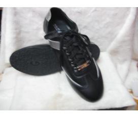 Cửa hàng Giầy dép Phương Linh chuyên bán buôn bán lẻ các loại giầy dép, liên tục cập nhật các mẫu thời trang 2012